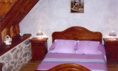 1-chambre-chambred-hotefermeantaya-arcizansavant-HautesPyrenees.jpg