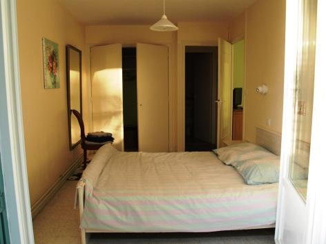 2-Chambre-f14fcddb3fce4d46937e3136a5e41f84.JPG