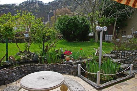 2-terrasse-blanc-argelesgazost-HautesPyrenees.jpg