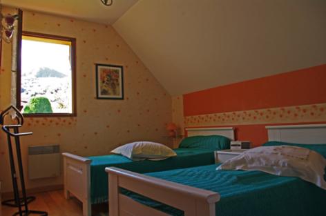 7-chambre2-blanc-argelesgazost-HautesPyrenees.jpg