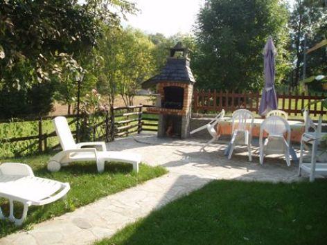 4-terrasse-baapuyoulet-saintsavin-HautesPyrenees.jpg