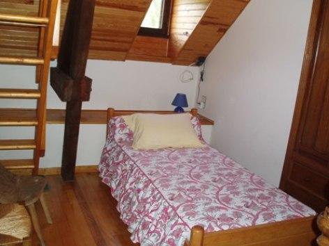 5-chambre1-baapuyoulet-saintsavin-HautesPyrenees.jpg