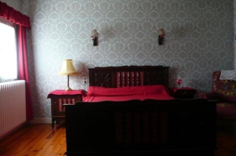4-chambre2-bernadappart-argelesgazost-HautesPyrenees.jpg