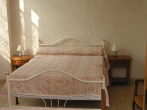 4-chambre-vignesmarc5-laubalagnas-HautesPyrenees.jpg