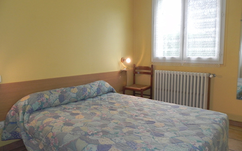 8-chambre3-llodra-argelesgazost-HautesPyrenees.jpg