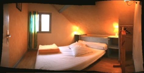 3-chambre2-dubray-ouzous-HautesPyrenees.jpg