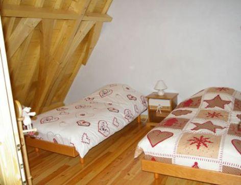 6-chambre-vigneschaletbergons-ouzous-HautesPyrenees.jpg.JPG