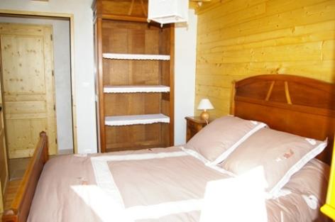 7-chambre2-vigneschaletbergons-ouzous-HautesPyrenees.jpg.JPG