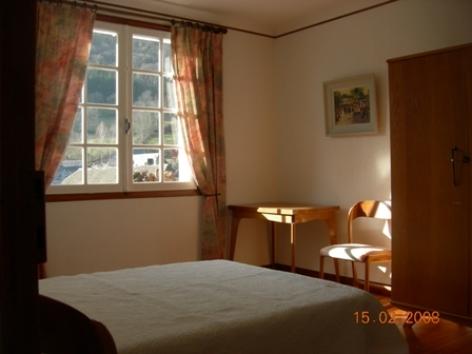 4-chambre1-claverie-saintsavin-HautesPyrenees.jpg.jpg