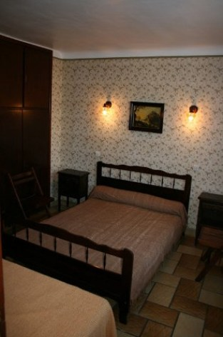 1-chambre1-llodralucrecia-laubalagnas-HautesPyrenees.jpg.jpg