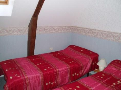 7-chambre2-aumassip-salles-HautesPyrenees.jpg