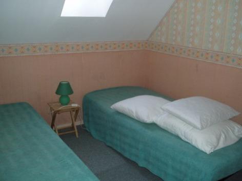 9-chambre3-aumassip-salles-HautesPyrenees.jpg