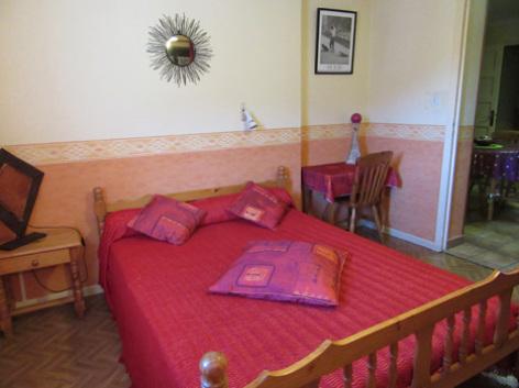 3-chambre2-abbadie-agosvidalos-HautesPyrenees.jpg
