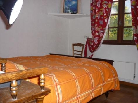 5-chambre3-orceau-ayzacost-HautesPyrenees.jpg.JPG