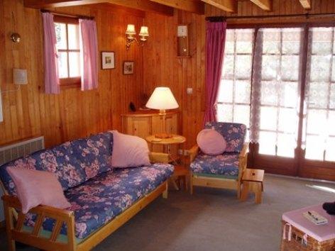 4-lounge-area.JPG