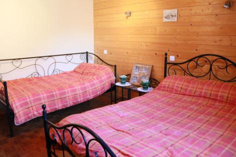 5-E-chambre3-sabatut-gedre-HautesPyrenees.jpg
