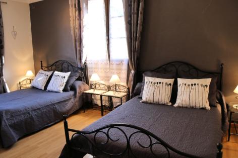 6-F-chambre2-sabatut-gedre-HautesPyrenees.jpg