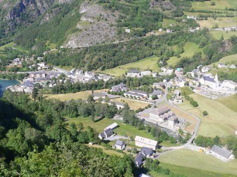 6-Vue-sur-Gedre.JPG