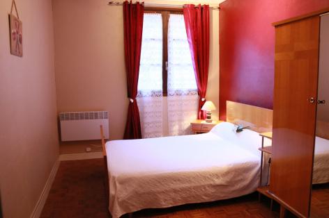 7-G-chambre3-sabatut-gedre-HautesPyrenees.jpg