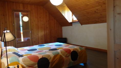 0-chambre-etage-lit-140.JPG