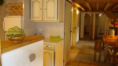 2-NOGUERE-Maison---cuisine-salon.JPG