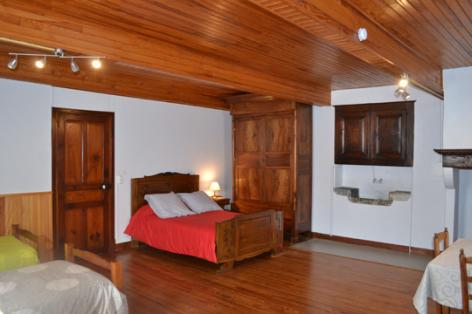 6-chambre1-lanne-aucun-HautesPyrenees.jpg
