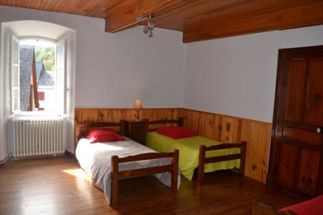 7-chambre2-lanne-aucun-HautesPyrenees.jpg