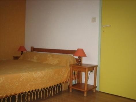 5-VLG112---Maison-Mr-Chaillot---chambre.jpg