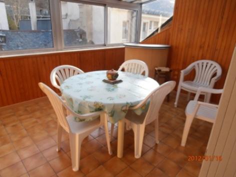 3-apt9-terrasse-couverte.JPG