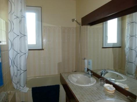 8-2015-N--2-salle-de-bains.JPG