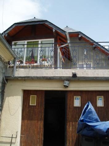 2-terrasse-place-ayzacost-HautesPyrenees.jpg.JPG
