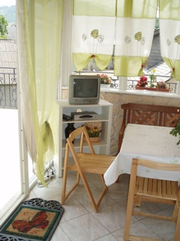 3-salon-place-ayzacost-HautesPyrenees.jpg.JPG