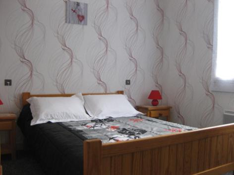 4-chambre3-borderolle-sazos-HautesPyrenees.jpg