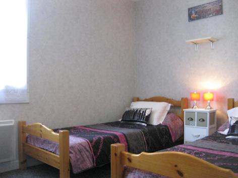 5-chambre4-borderolle-sazos-HautesPyrenees.jpg