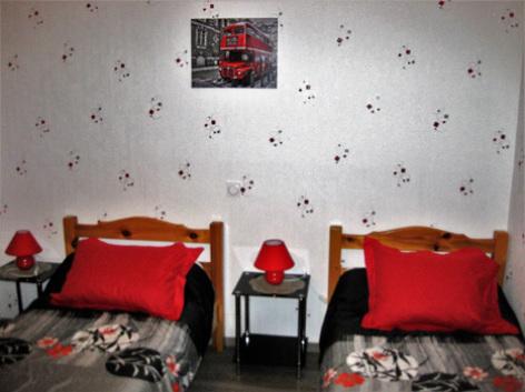 7-chambre2-borderolle-sazos-HautesPyrenees.jpg