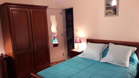 3-chambre1-destrade-sassis-HautesPyrenees.jpg
