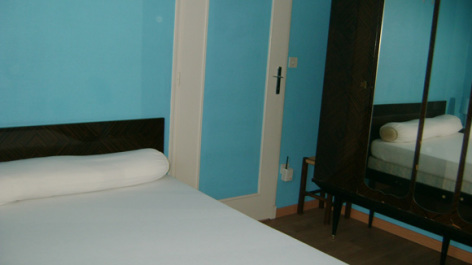 10-chambre2-trescazes-sazos-HautesPyrenees.jpg