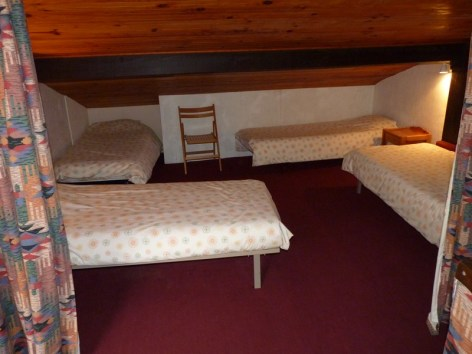 6-Mezzanine-4-lits-individuels--Copier-.JPG