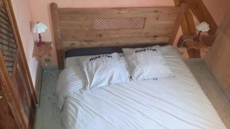 3-chambre5-gentianes-viella-HautesPyrenees.jpg