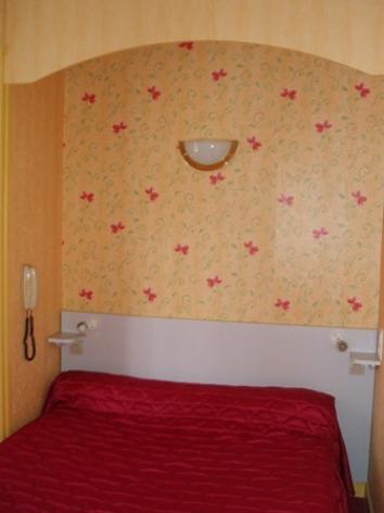 1-chambre-rodeappart-argelesgazost-HautesPyrenees.jpg