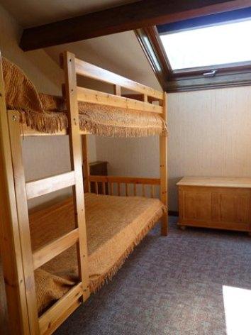 2-chambre2-tillolesetage-HautesPyrenees.jpg
