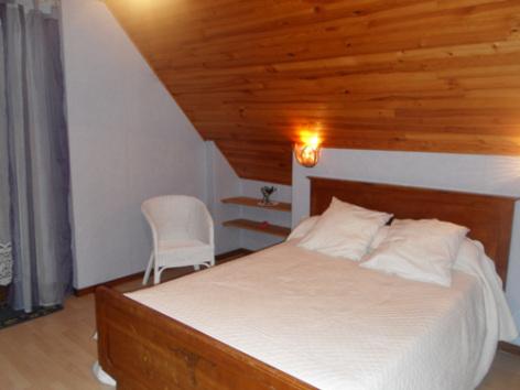 2-chambre1-noguezyveline-ouzous-HautesPyrenees.jpg