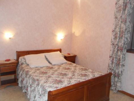 3-chambre2-noguezyveline-ouzous-HautesPyrenees.jpg