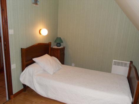 4-chambre3-noguezyveline-ouzous-HautesPyrenees.jpg