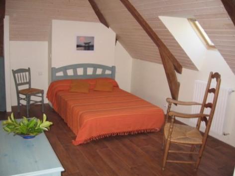 4-chambre1viscos-hemadou-agosvidalos-HautesPyrenees.jpg