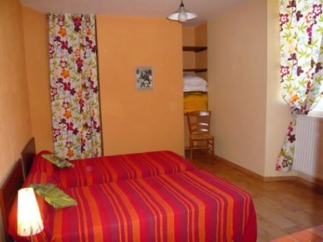 6-chambre3viscos-hemadou-agosvidalos-HautesPyrenees.jpg
