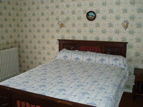 3-chambre-lacrampe-agosvidalos-HautesPyrenees.jpg