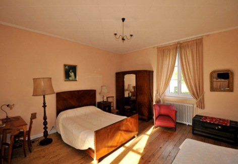 7-chambre2bis-aurignac-agosvidalos-HautesPyrenees.jpg