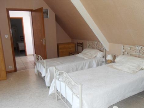2-chambre2-noguezgite-ouzous-HautesPyrenees.jpg.JPG