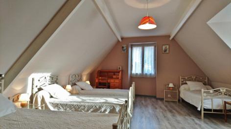 3-chambre2-noguez-ouzous-HautesPyrenees.jpg